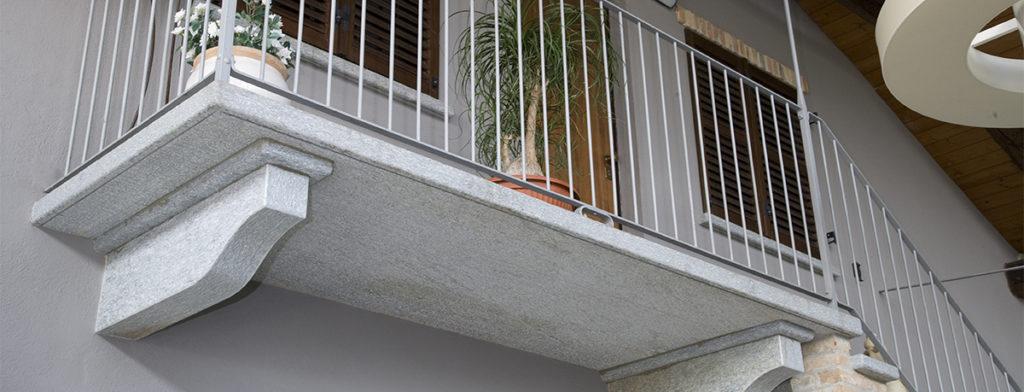 scala e balcone in pietra di luserna