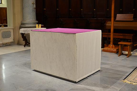 altare chiesa marmo bianco