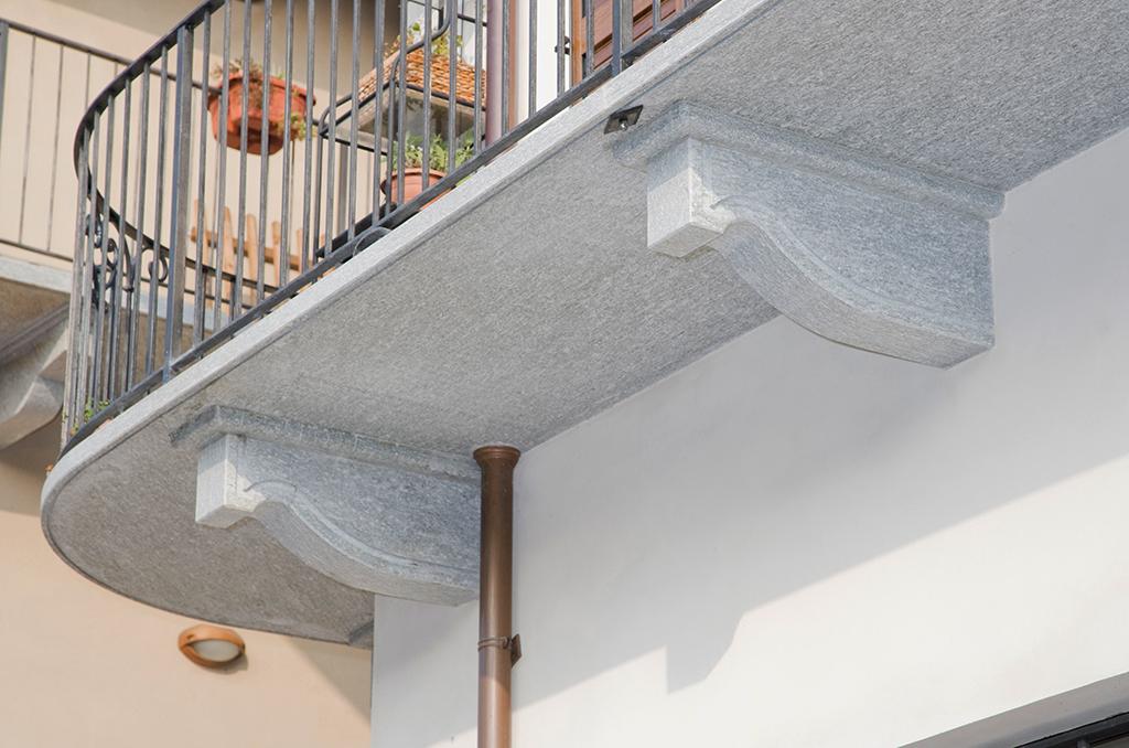 balcone in pietra luserna