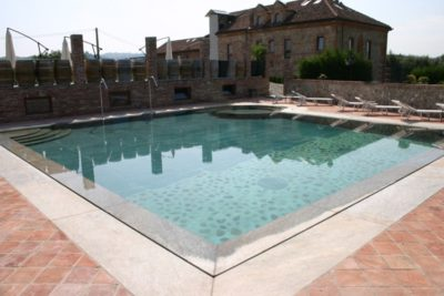 pavimento pietra luserna per piscina