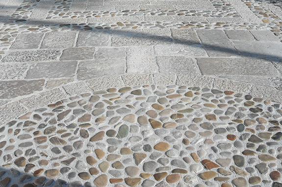 pavimento acciottolato e pavè in pietra