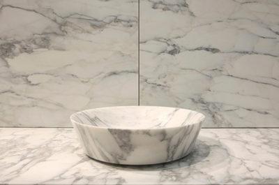 lavabo in marmo arabescato per bagno