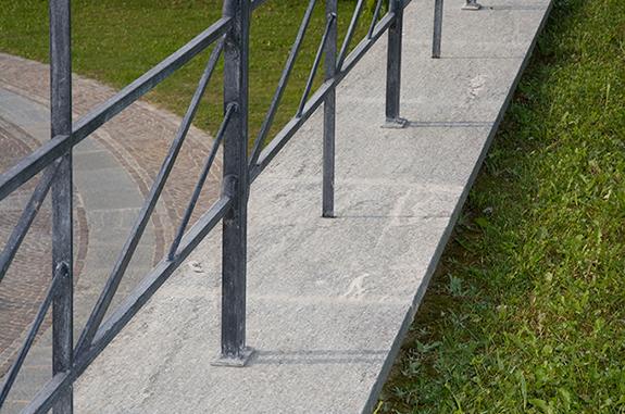 pavimento in pietra di luserna bordo