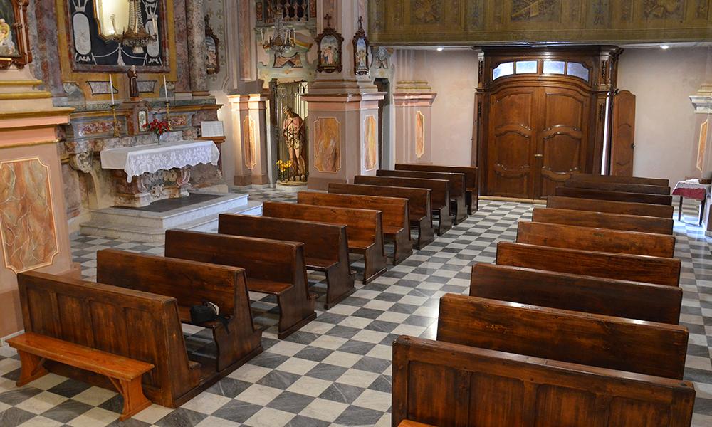 pavimentazione in marmo bianco carrara grigio bardiglio nuvolato per chiesa