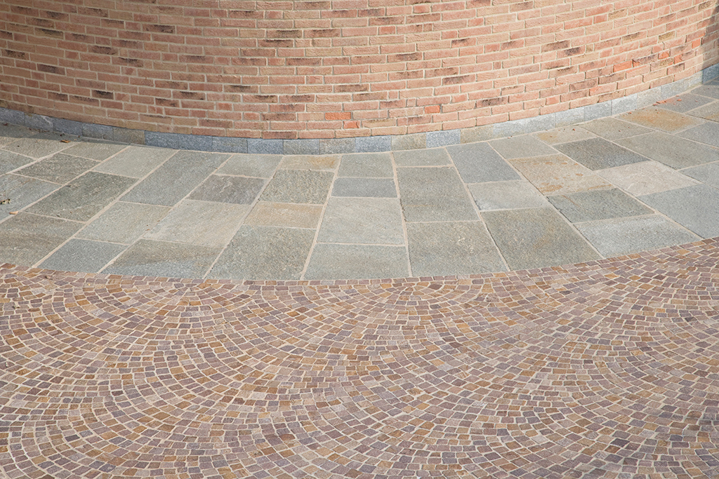 pavimento in pietra di luserna esterno