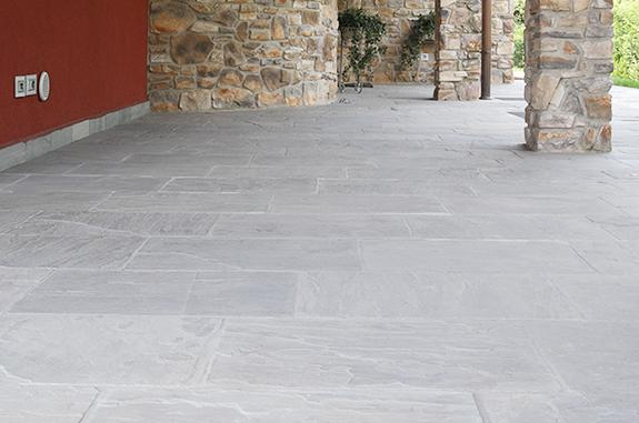 Pavimenti in pietra naturale per esterni cortili e giardini