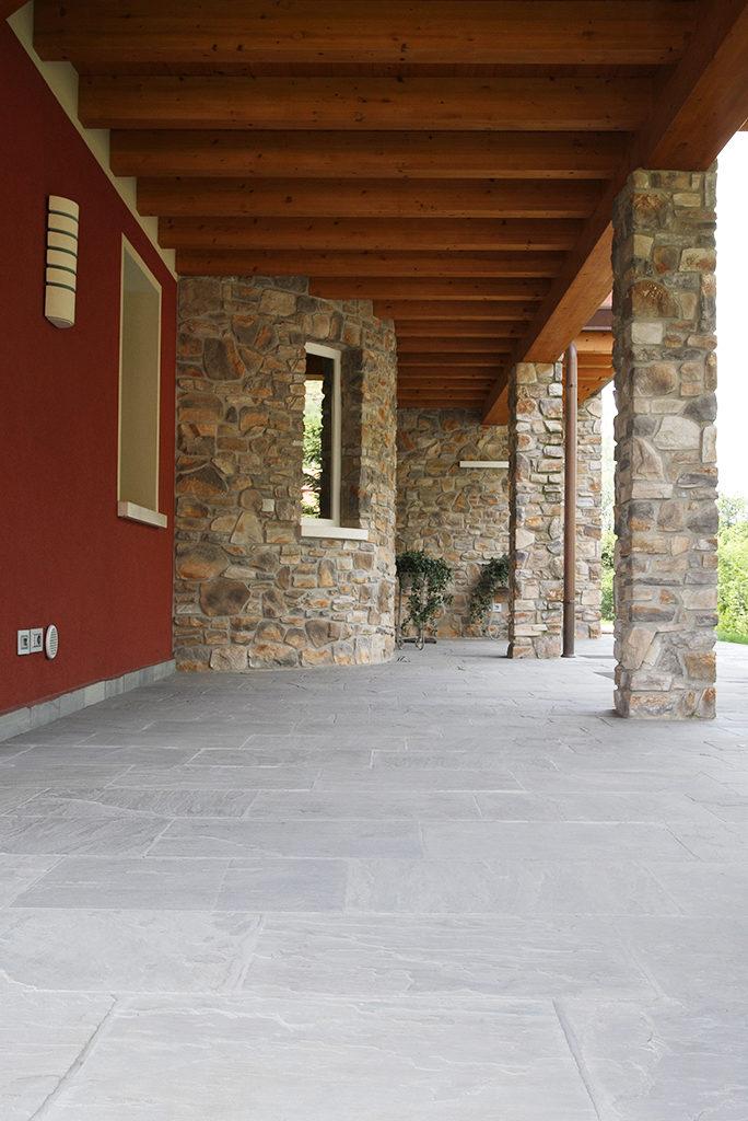 Pavimenti in pietra naturale per esterni cortili e for Pavimenti x esterni ikea