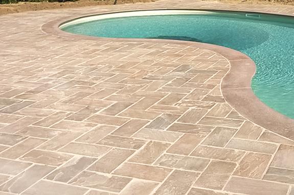 bordo piscina in pietra gaia