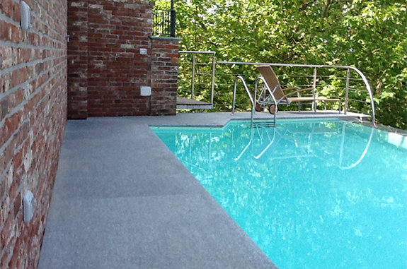 pavimento bordo piscina pietra luserna