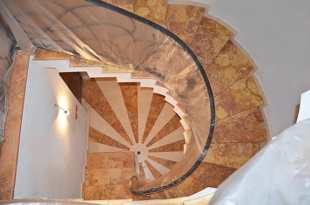 Scale interne di design scale in marmo granito e pietre for Marmo scale interne prezzo
