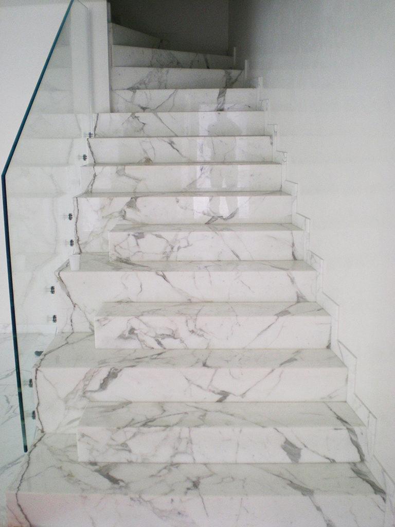 Scale interne realizzazione scale in marmo granito e pietre naturali - Granito per scale ...