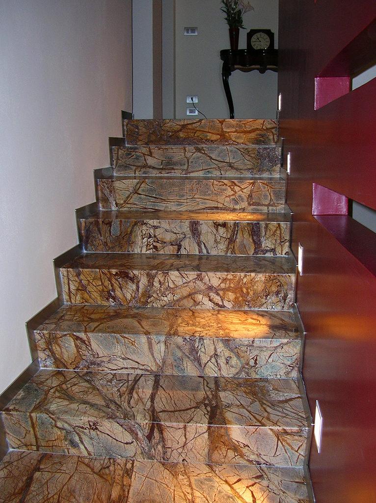Scale interne di design scale in marmo granito e pietre for Scale in marmo per interni moderne