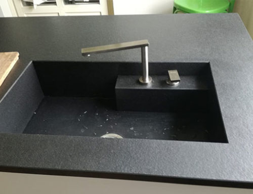 Piano Di Lavoro Cucina Granito.Scegliere Top Cucina I Materiali Per Il Bancone Canalmarmi