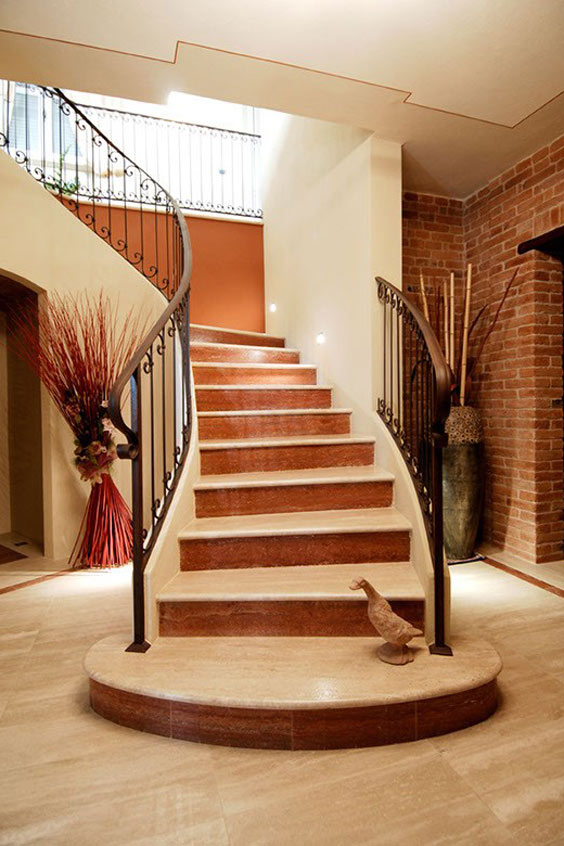 scalinata interna pietra