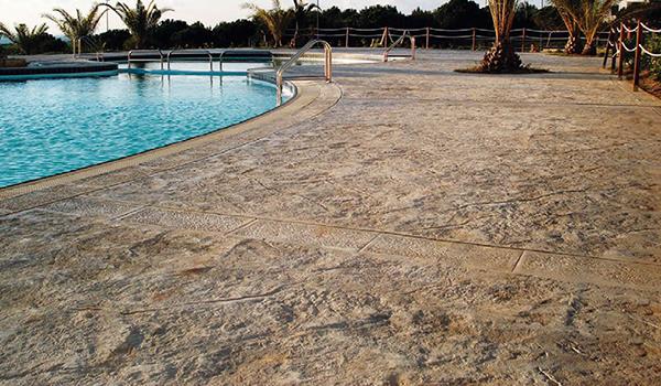 pavimento idealwork stampato bordo piscina