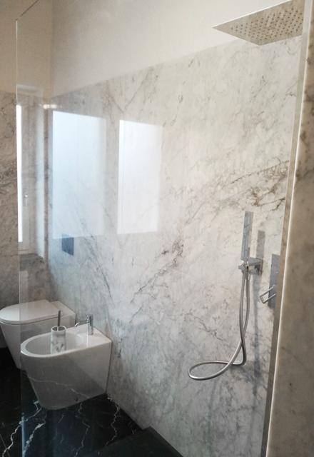 rivestimento pareti bagno marmo bianco di carrara