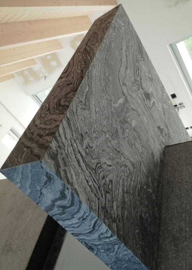 parete interna pietra effetto monolitico