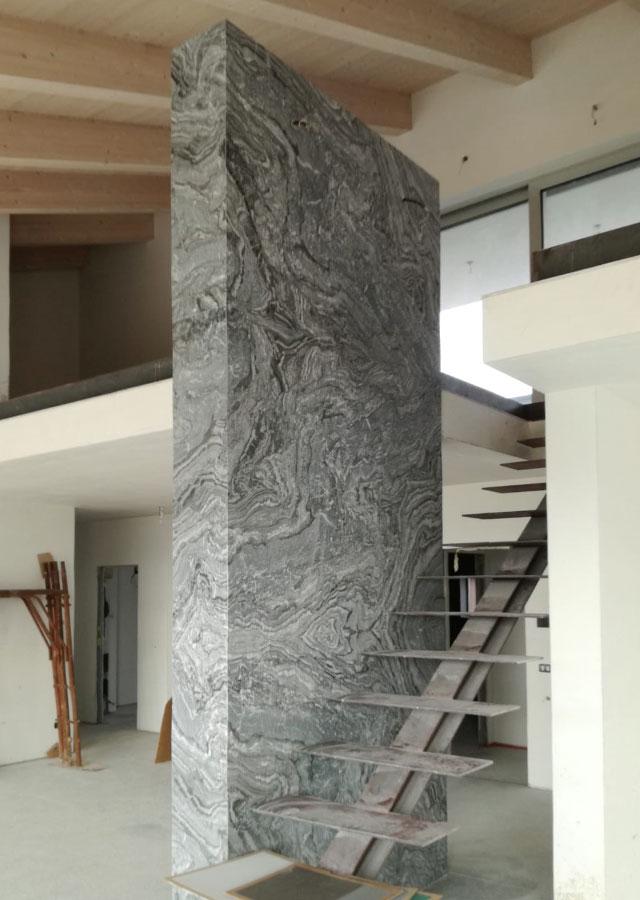 effetto parete interna Marmo Nero con pavimento pietra Luserna